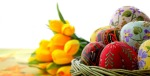 1366x768-festive-bouquet-and-a-basket-with-easter-eggs